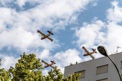Αεροσκάφη πυροσβεστών στην ισπανική παρέλαση εθνικής μέρας Στοκ Φωτογραφίες