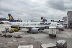 Αεροσκάφη στο διεθνή αερολιμένα της Φρανκφούρτης Στοκ Φωτογραφία