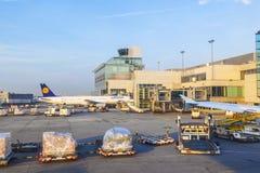 Αεροσκάφη της Lufthansa που στέκονται Στοκ Εικόνα