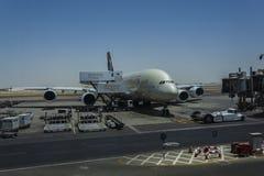 Αεροσκάφη φόρτωσης στοκ φωτογραφία με δικαίωμα ελεύθερης χρήσης