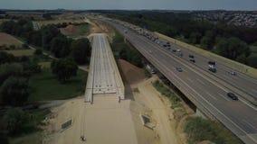 Αεροφωτογραφία γερμανικού Autobahn με κατασκευαστικές εργασίες απόθεμα βίντεο