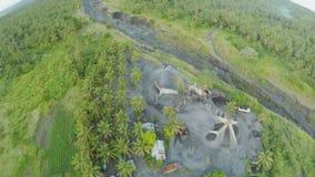 Αεροφωτογραφία του ηφαιστειακού outflowing ποταμού για την τέφρα Legazpi πόλη Το ηφαίστειο Mayon Φιλιππίνες απόθεμα βίντεο