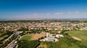 Αεροφωτογραφία του χωριού Marennes σε Charente θαλάσσιο στοκ εικόνα