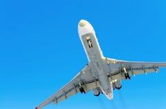 Αερολιμένας πτήσης σύννεφων μπλε ουρανού αεροπλάνων Στοκ φωτογραφία με δικαίωμα ελεύθερης χρήσης