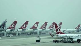 Αερολιμένας της Ιστανμπούλ Τούρκος αερογραμμών αερ& Ιστανμπούλ, Τουρκία απόθεμα βίντεο