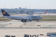 Αεροπλάνα στον αερολιμένα της Φρανκφούρτης στοκ φωτογραφία με δικαίωμα ελεύθερης χρήσης
