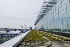 Αερολιμένας της Φρανκφούρτης - τερματικό 2 - ΦΡΑΝΚΦΟΥΡΤΗ - ΓΕΡΜΑΝΙΑ - 1 Απριλίου 2017 Στοκ φωτογραφίες με δικαίωμα ελεύθερης χρήσης