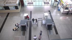 Αερολιμένας του TBILISI - ΓΕΩΡΓΙΑ στις 21 Ιουνίου 2016 - έλεγχος ασφαλείας αεροδρομίου απόθεμα βίντεο