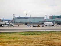 Αερολιμένας Frankfurt/$l*Main, Γερμανία - τερματικό με το διάδρομο Στοκ Εικόνα