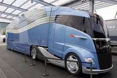 Αεροδυναμικό φορτηγό έννοιας ΑΤΟΜΩΝ στοκ φωτογραφία με δικαίωμα ελεύθερης χρήσης