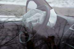 Αερόσακος που εκρήγνυται στο τροχαίο Τροχαίο ατύχημα και αερόσακος που εργάζονται καλά Στοκ φωτογραφία με δικαίωμα ελεύθερης χρήσης