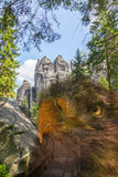 Αετός στους βράχους στο εθνικό πάρκο των βράχων adrspach-Teplice - Δημοκρατία της Τσεχίας Στοκ Εικόνες