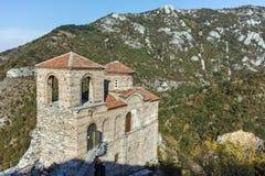 ΑΖΕΝΟΒΓΚΡΑΝΤ, ΒΟΥΛΓΑΡΙΑ - 1 ΟΚΤΩΒΡΊΟΥ 2016: Άποψη φθινοπώρου του φρουρίου Asen ` s, Αζένοβγκραντ, Βουλγαρία Στοκ φωτογραφία με δικαίωμα ελεύθερης χρήσης