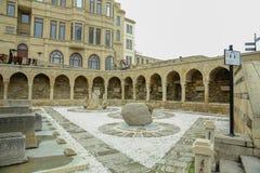 Αζερμπαϊτζάν, Μπακού: Arcades και θρησκευτική θέση ενταφιασμών στην παλαιά πόλη, (Icheri Sheher) - περιοχή παγκόσμιων κληρονομιών Στοκ εικόνα με δικαίωμα ελεύθερης χρήσης