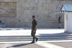 Αθήνα, Ελλάδα - 17 Οκτωβρίου 2018: Αλλαγή της τελετής φρουράς μπροστά από το ελληνικό Κοινοβούλιο που στηρίζεται στη πλατεία Συντ στοκ εικόνες