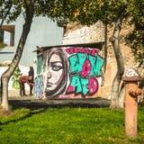 ΑΘΗΝΑ, ΕΛΛΑΔΑ - σύγχρονη τέχνη γκράφιτι στους τοίχους πόλεων Στοκ Εικόνα
