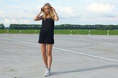 Αθλητής δρομέων που τρέχει στο δρόμο jogging workout έννοια wellness ανατολής ικανότητας γυναικών Στοκ Εικόνα