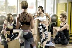 Αθλητικά κορίτσια στη γυμναστική Στοκ εικόνες με δικαίωμα ελεύθερης χρήσης