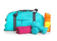 Αθλητική τσάντα και ουσία γυμναστικής Στοκ φωτογραφία με δικαίωμα ελεύθερης χρήσης