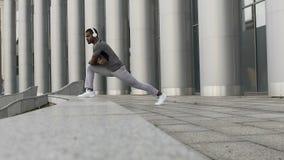Αθλητικοί gymnast μυ'ες ποδιών τεντώματος σε σε αργή κίνηση, αποτρέποντας τους τραυματισμούς απόθεμα βίντεο