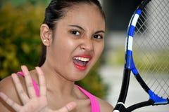 Αθλητικός ασιατικός τενίστας και φόβος κοριτσιών στοκ εικόνα με δικαίωμα ελεύθερης χρήσης