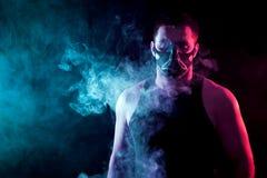 Αθλητικό άτομο στη μάσκα κατάρτισης Στοκ Εικόνες
