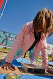 Αθλητικό κορίτσι που συστρέφει έξω Στοκ Εικόνα