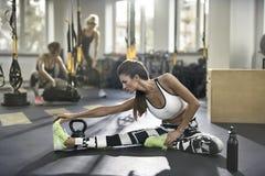 Αθλητικό κορίτσι στη γυμναστική Στοκ εικόνες με δικαίωμα ελεύθερης χρήσης
