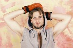 Αθλητισμός, κιβώτιο και έννοια πάλης Μπόξερ με το στοχαστικό πρόσωπο Στοκ Φωτογραφία
