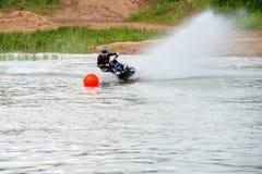 αθλητισμός πισινών καταδύσεων ανταγωνισμών που κολυμπά το ύδωρ Στοκ εικόνα με δικαίωμα ελεύθερης χρήσης