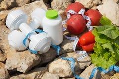αθλητισμός σιτηρεσίου Λαχανικά και γλυκό νερό Στοκ εικόνα με δικαίωμα ελεύθερης χρήσης