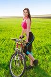 Αθλήτρια με το ποδήλατο Στοκ φωτογραφία με δικαίωμα ελεύθερης χρήσης