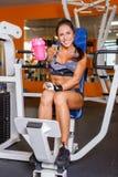 Αθλήτρια στη γυμναστική. Στοκ εικόνες με δικαίωμα ελεύθερης χρήσης