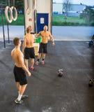 Αθλητές στη διαγώνια γυμναστική κατάρτισης Στοκ Φωτογραφία
