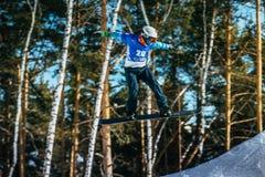 Αθλητής άλματος και πτήσης snowboarder Στοκ Εικόνες
