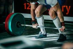 Αθλητής κινηματογραφήσεων σε πρώτο πλάνο του powerlifter Στοκ Φωτογραφία