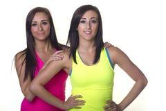Αθλητικές δίδυμες αδελφές Στοκ Φωτογραφία