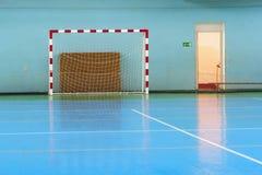 Αθλητική αίθουσα για το ποδόσφαιρο ή χάντμπολ Στοκ εικόνα με δικαίωμα ελεύθερης χρήσης