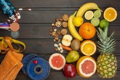 Αθλητική κατάρτιση και μια υγιεινή διατροφή Υγιής διατροφή για τους αθλητές Αθλητικά επιτεύγματα στοκ φωτογραφίες