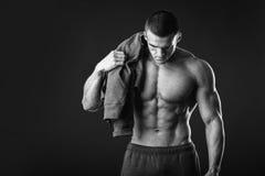 Αθλητικός τύπος σε μια φόρμα γυμναστικής Στοκ Εικόνα