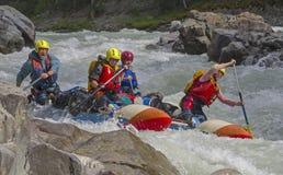 Αθλητικό καταμαράν στα ορμητικά σημεία ποταμού Στοκ φωτογραφίες με δικαίωμα ελεύθερης χρήσης