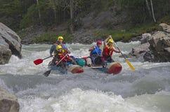 Αθλητικό καταμαράν στα ορμητικά σημεία ποταμού Στοκ Εικόνες
