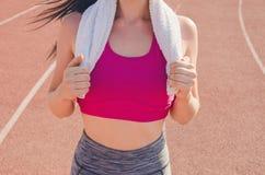 Αθλητικό κορίτσι workout άσκηση Ικανότητα υγεία Νέο κορίτσι με Στοκ Εικόνα