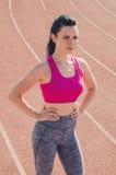 Αθλητικό κορίτσι workout άσκηση Ικανότητα υγεία Νέο κορίτσι στο ST Στοκ φωτογραφία με δικαίωμα ελεύθερης χρήσης