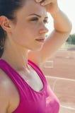 Αθλητικό κορίτσι workout άσκηση Ικανότητα υγεία Νέο κορίτσι στο ST Στοκ εικόνες με δικαίωμα ελεύθερης χρήσης