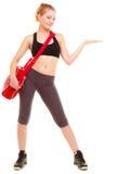 αθλητισμός Κορίτσι ικανότητας με την τσάντα γυμναστικής που παρουσιάζει διάστημα αντιγράφων Στοκ Φωτογραφίες