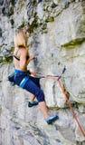 Αθλητισμός που αναρριχείται υπαίθρια Στοκ εικόνα με δικαίωμα ελεύθερης χρήσης
