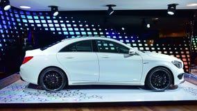 Αθλητισμός CLA AMG coupe στην επίδειξη στη Benz της Mercedes στοά κατά μήκος Champ Elysees Στοκ Εικόνες