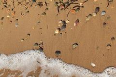 Αιγαία περιοχή, παραλία, ειρήνη και κύματα στοκ εικόνες