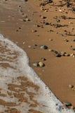 Αιγαία περιοχή, παραλία, ειρήνη και κύματα στοκ εικόνα